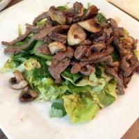 Feldsalat mit Rindfleischstreifen